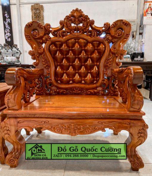 Hình ảnh chiếc ghế đơn với những chi tiết đục tay giả nệm